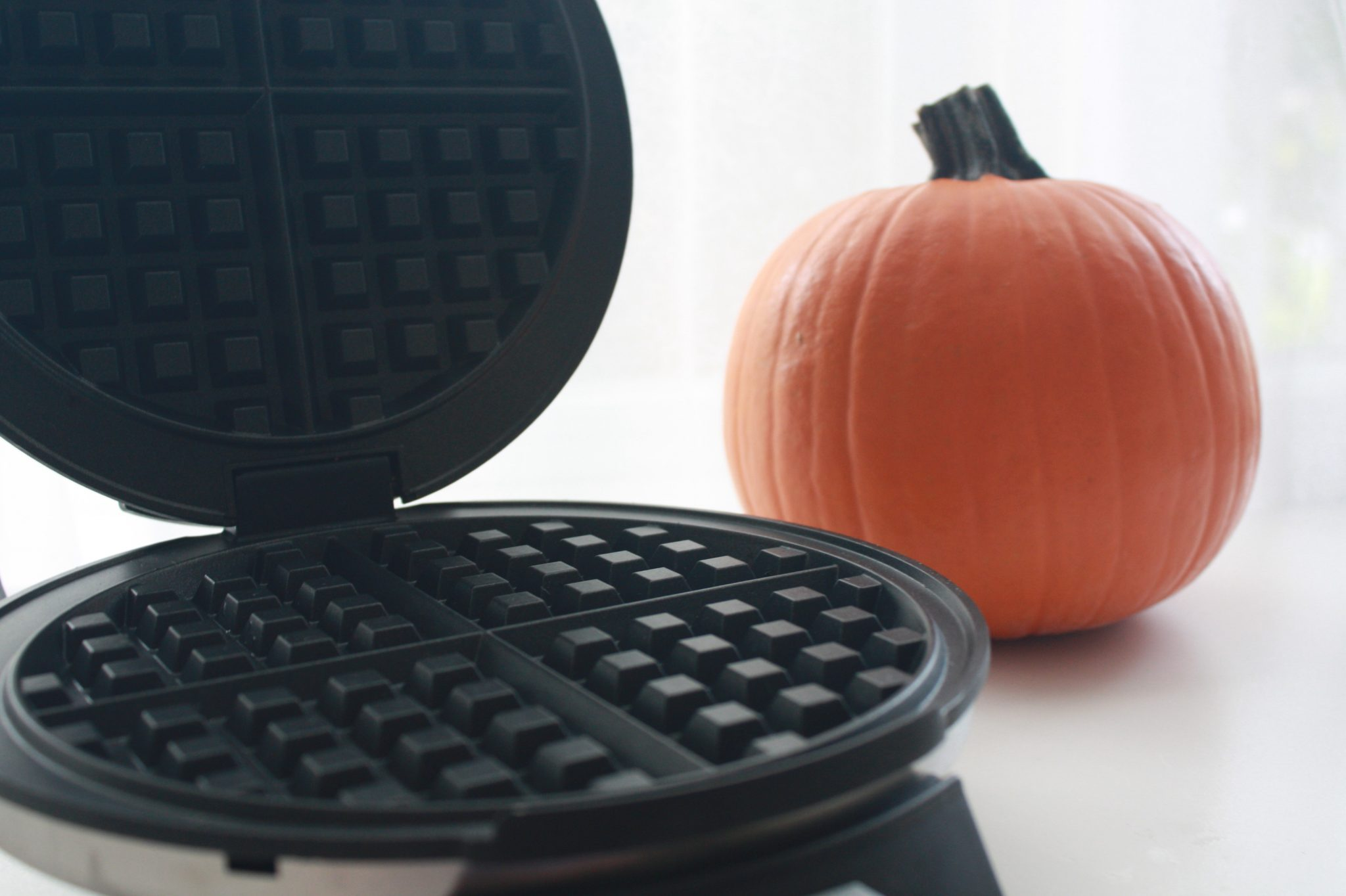 Organic Pumpkin Waffle Waffle Maker. Toddler meal, eat clean, no peanut, no dairy, healthy family breakfast.